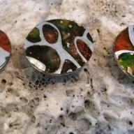 Metalen chunks, gemaakt door glaskralenzwolle